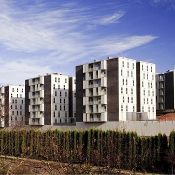 Edificio de 210 viviendas en Llodio   Localização: Llodio, Álava   Arquiteto: TYM Asociados, S.L.   Instalador: Industrias J.L. Continental Iberica, S.L.   Livro: 2010