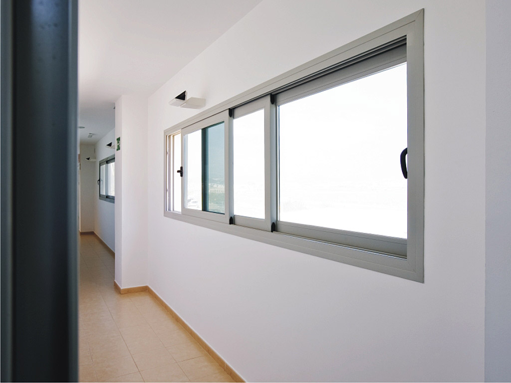 4200 Sliding System With Thermal Break